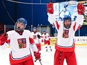 �e�tí hokejisté do 18 let se radují z postupu do semifinále mistrovství sv�ta.