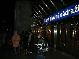 Karimova trasa startuje na hlavním nádraží, kde v patnácti letech začínal jako