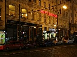 Dnes vyhlášená kavárna, dříve vykřičený podnik Riviera. Zde se dali sehnat