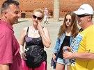 Linda Finková a její partner Milan Večes naslouchají historickému výkladu v marockém hlavním městě Rabatu.