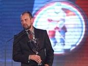 Rostislav Vlach s cenou pro nejlepšího trenéra extraligové sezony.