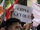 Protesty v Hanoji proti instalaci čínské ropné plošiny u Paracelských ostrovů (3. května 2014)
