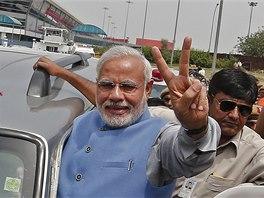 Budoucí indický premiér Naréndra Módí přijel do Nového Dillí pozdravit své příznivce (17. května 2014)