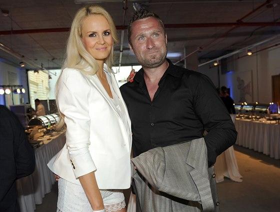 Lucie Hadašová s manželem hokejistou Jaroslavem Bednářem
