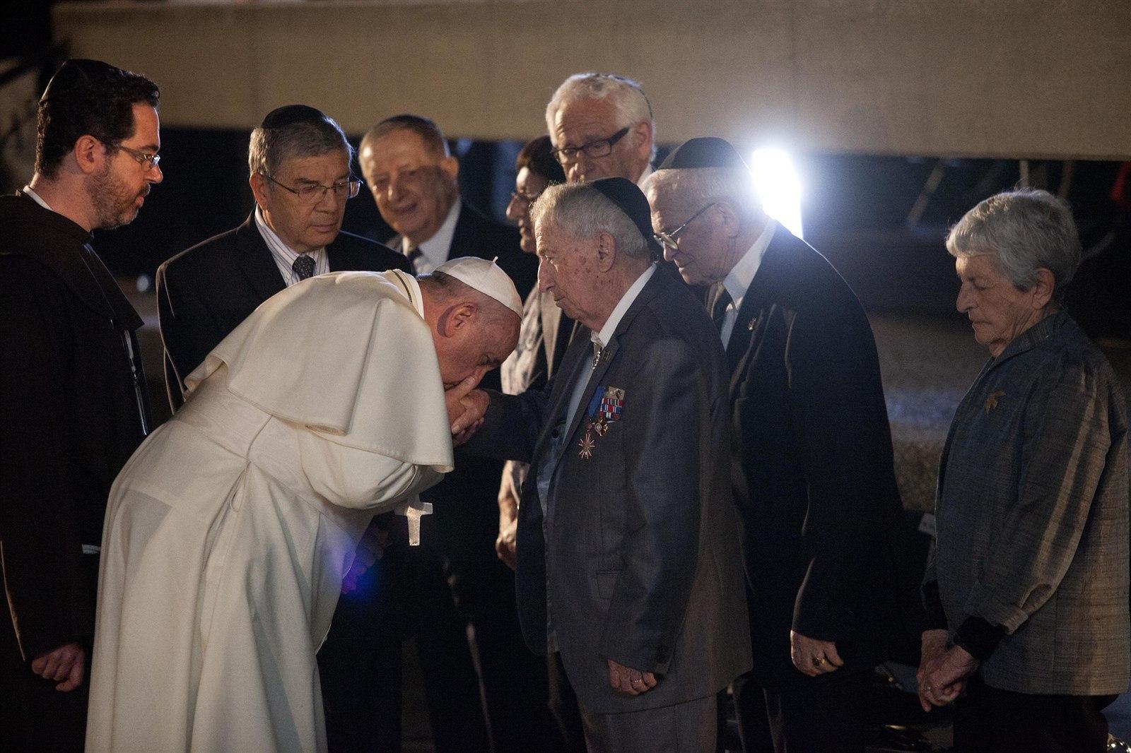 <p>Popiežius Pranciškus ir Deividas Rokfeleris</p>...