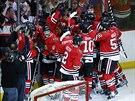 Hokejist� Chicaga se raduj� z v�t�zstv� v p�t�m duelu s�rie s Los Angeles.