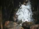 Jeskynní led na dně Ledové jámy.