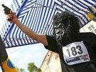 Start prvního ročníku Běhu pro gorily na Hradčanském náměstí. (22. května 2010)