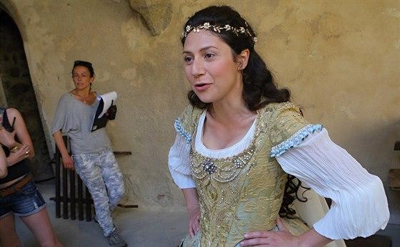 Natáčení pohádky Sedmero krkavců na hradě Zvíkov na Písecku. Na snímku je Martha Issová v roli Bohdanky.