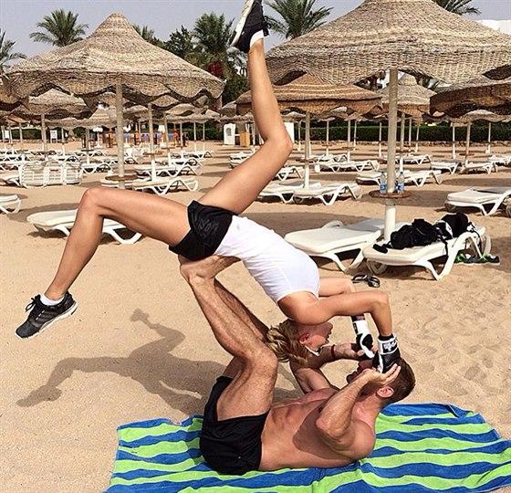 Hana Ma�l�kov� nepolevila se cvi�en�m ani na dovolen� v Egypt�.