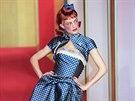 Typická vizáž pin-up girls se promítla i do módy, většinou v kombinaci s klasickou siluetou 50. let a prvky kostýmů či uniforem. Svou verzi v roce 1997 představil i John Galliano, tehdejší kreativní ředitel značky Christian Dior.