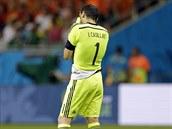 Zklamaný španělský gólman Iker Casillas po utkání proti Nizozemsku