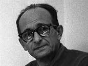 Jedn�m z hledan�ch a nakonec dopaden�ch a odsouzen�ch nacist� byl i Adolf Eichmann (na sn�mku v izraelsk�m v�zen� v dubnu 1961).