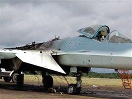 P�t� prototyp letounu Suchoj T-50 po�kozen� po��rem motoru