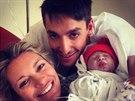 Michal Hrdli�ka dal na Twitter sn�mek sv� dcery Lindy z porodnice.