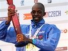 Geoffrey Ronoh s trofejí pro vítěze Olomouckého půlmaratonu