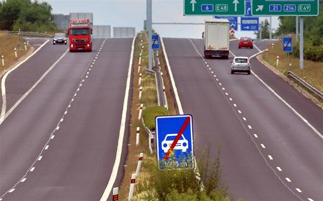 Na plánované stavb� rychlostní silnice z Prahy do Var� vázne výkup pozemk�.