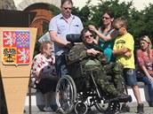 Lukáš Hirka s otcem a maminkou na Zámeckém náměstí ve Frýdku-Místku. (19. června 2014)