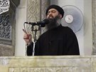 Vůdce Islámského státu Abú Bakr Bagdádí promluvil v mešitě v severoiráckém Mosulu (5. června 2014)