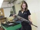 Česká zbrojovka v Uherském Brodě vyrobí každý den přes tisíc zbraní. V závodě pracuje téměř 1 700 lidí.