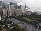 Desetitisíce obyvatel Hongkongu protestují v ulicích za demokracii a přímou volbu svého nejvyššího představitele (1. 7. 2014).