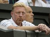 B�val� wimbeldonsk� �ampion Boris Becker sleduje sv�ho sv��ence Novaka Djokovi�e v semifin�le slavn�ho grandslamu.