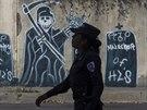 Ilopango, Salvador. Graffiti ve čtvrti ovládané gangem Mara Salvatrucha (14. dubna 2014)