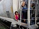 Uprchlíci ze Střední Ameriky na vlaku, který směřuje k hranici USA  (12. června 2014)