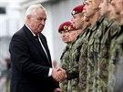 Při pietní akci na vojenském letišti v Kbelích byl i český prezident Miloš Zeman. (10. července 2014)