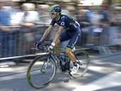 SOUST�ED�N�. Alejandro Valverde p�ed startem jeden�ct� etapy Tour de France.