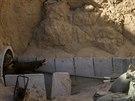 Izraelští vojáci u vstupu do palestinského tunelu (25. července 2014).