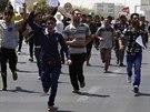Jez�dov� demonstruj� proti Isl�msk�mu st�tu v Irb�lu (4. srpna 2014).