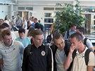 Sparťanští fotbalisté čekají na letišti v Malmö na zavazadla. Zleva: Ladislav Krejčí, Bořek Dočkal, Ondřej Švejdík a Matěj Hybš.