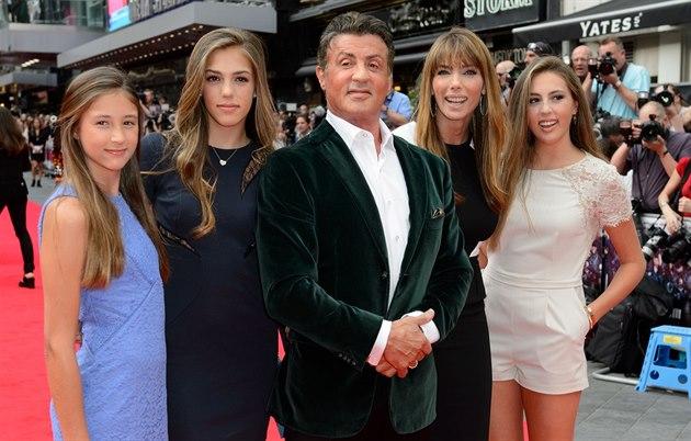 Sylvester Stallone, jeho man�elka Jennifer Flavinová a dcery Sophia, Sistine a...