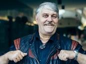 Ivan Jon�k p�zuje v pas�i u obl�ben� restaurace Ambiente v Praze