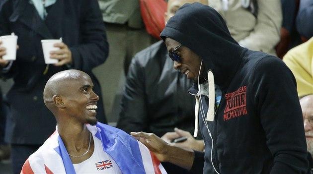 Usain Bolt (vpravo) a Mo Farah se mohou smát. Jich se dopingová kauza netýká.