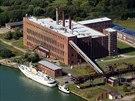 Zde stál komplex vojenských laboratoří a továrny na střely V1/V2 v Peenemunde. Do dneška přežila jen elektrárna s viditelným dopravníkem na uhlí.