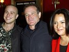Robin Williams, jeho druh� man�elka Marsha a syn Zach z prvn�ho man�elstv� (New York, 26. b�ezna 2002)