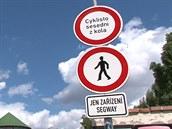 Zna�ka, kter� na Kamp� zakazuje vjezd voz�tk�m segway