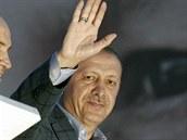 Turecký premiér RecepTayyip Erdogan jasně vyhrál první kolo prezidentských voleb.