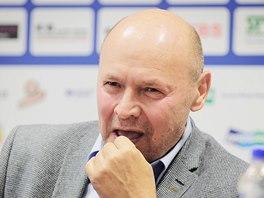 ÚSMĚV. Trenér Miroslav Koubek na tiskové konferenci.