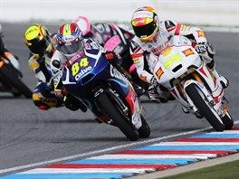 Jakub Kornfeil (s ��slem 84) na trati Velk� ceny Brna silni�n�ch motocykl� ve t��d� Moto3