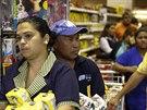 Fronty v supermarketu v Caracasu (21. srpna 2014).