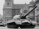 Rusk� tanky v srpnu 1968 na Chodsk�m n�m�st� v Plzni.