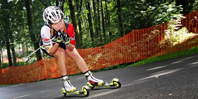 Veronika Vítková p�i mistrovství republiky v biatlonu na kole�kových ly�ích.