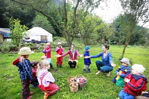 Ranní hry v lesní školce Šárynka (3. 9. 2014).