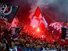 HOROUCÍ PEKLO. Slávističtí fanoušci se během přátelského utkání proti Hajduku Split prezentovali pyrotechnikou.