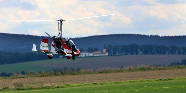 Letecký den v Chebu. Pilot Lubomír Votrubec se svým strojem zvaným vírník,