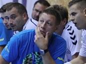 Zamy�lený Vladimír �uma na lavi�ce Lovosic.