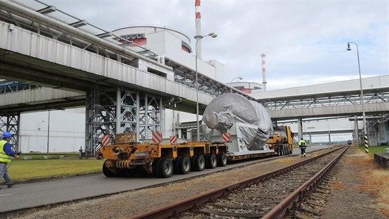 Z Plzně do Temelína urazil nový rotor 165 kilometrů za čtyři a půl hodiny. Poslední kilometr v areálu trval 45 minut.